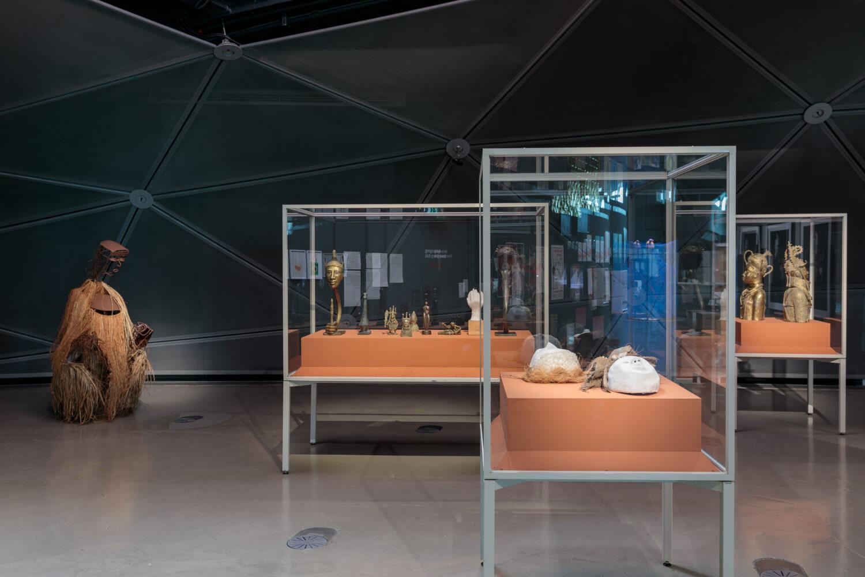 Samson Ogiamien. The Past is Present, 2021 Ausstellungsansicht, Foto: Kunsthaus Graz/N. Lackner